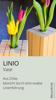 Vase aus Zirbe, geradlinig