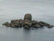 神話の島  つぶて岩