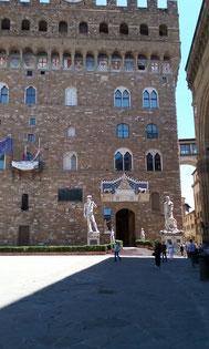 OmoGirando Firenze tra leggende e delitti - Piazza della Signoria