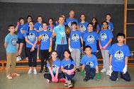 Dima Weimer mit den Boxschool-Kids des Gymnasium Marienthal