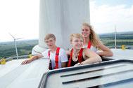 ForscherInnen auf einer Windturbine