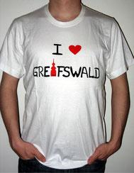 I love Greifswald-Herrenshirt, weiß (James) mit schwarzer Schrift und rotem Herz/Turm.