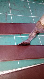 fabrication de bretelles en cuir par l'atelier artisanal ml-sellier