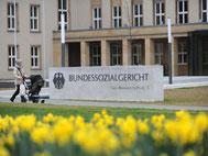 Laut Bundessozialgericht zählen regelmäßige Provisionen zum Grundgehalt und wirken sich auf die Höhe des Elterngeldes aus. Foto: Uwe Zucchi