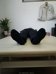 パーキンソン病腰曲がり2日目施術後足部写真