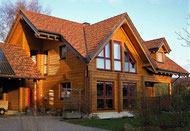 Blockhaus mit Ziegeldach in Hessen, Deutschland