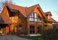 Wohnhaus - Blockhaus mit Ziegeldach in Hessen, Deutschland