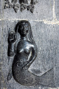 Meerjungfrau im Kircheninneren