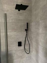 Mitigeur de douche d'une salle de bains réalisée par La Plomberie Française à rennes et sa périphérie (Le Rheu, Mordelles, Bruz)