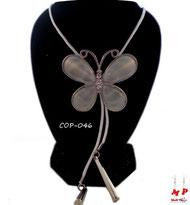 Collier à pendentif papillon blanc et son cordon blanc