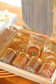焼き菓子14個、ミルクケーキ