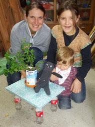 Milchtüten-Minze, Sockenkatze und das fertige Recycling-Tischchen