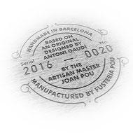 Sello autenticidad réplica mobiliario Antoni Gaudí