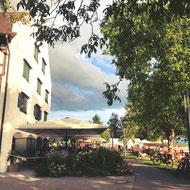 Das Restaurant und die Weinstube des Rebguts Haltnau in Meersburg liegt direkt am Ufer des Bodensees. Ein schöner Platz zum Einkehren.