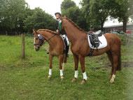 Maren mit ihren beiden Pferden Glückspilz (links) und Deliano (rechst) - Doppelplatzierung