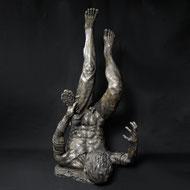 Falling Icarus | Kunstharz | 105 x 51 x 45 cm | Alexandra Kapogianni-Beth | www.bildhauerwerke-ak.de