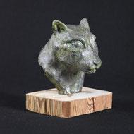 Green cat, Gips auf Holz, Alexandra Kapogianni-Beth, www.bildhauerwerke-ak.de