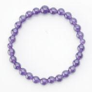 水晶が豊富に採れた歴史から世界に誇る研磨技術を有する山梨県で製造された念珠