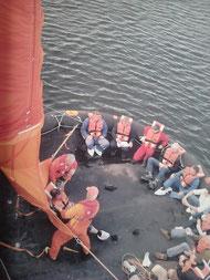MES (Marine evacuation system), hier im Übungsformat