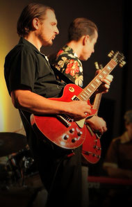 Unterrichtet auch E-Gitarre - Philipp Straske