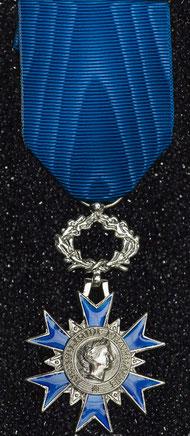 Médaille de Chevalier / Chevalière de l'Ordre national du Mérite. République Française.