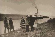 Высадка одного из отрядов Якутской экспедиции на берег Лены. 1925 г.