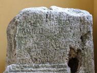 Cippo di travertino, di epoca romana, conservato al Museo