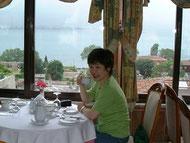 ホテルアクロポール4階のレストランでウェルカムドリンク