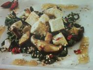 Tofu saltato con spinaci e funghi