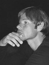 Torsten Mücke Realisierte zahlreiche Auftragsarbeiten im In- und Ausland. Darüber hinaus führt er im Auftrag renommierter Künstler Modelle für Kleinskulpturen aus, sowie eigene Plastiken und Skulpturen in Bronze.