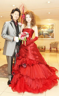ブライダルエステのお客様、真っ赤なカクテルドレスがお似合いです