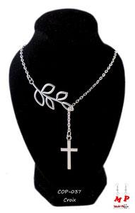 Collier argenté branche et croix