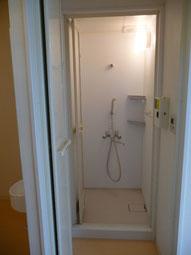 1Fにシャワーが2部屋あります