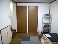 リビングから見た個室ドアです