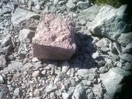 Bloc de pierre de la Roche de Rame débarrassée de sa patine.