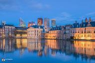 De Hofvijver en het Binnenhof in Den Haag, Nederland