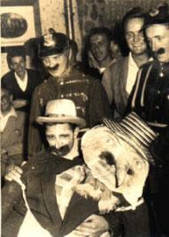 Ein Teil der Junggesellen mit dem Kirmeskerl 1961