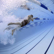 zur Schwimmabteilung