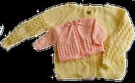 Ropón o chaqueta para bebés tejida en dos agujas o palitos