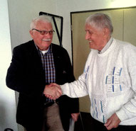Hermann Schmack (rechts) ehrt Dr. Wilhelm Wißner  mit der Ehrennadel für 60 Jahre Mitgliedschaft