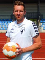 Trainer Alex Teichert weilt im Urlaub.