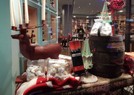 Weihnachtliches Schaufenster von Wein Fohs