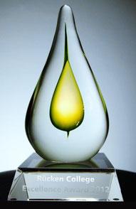 Glasskulptur des Rücken College Award
