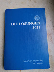 Seit 1731 werden die Losungen herausgegeben. In 60 Sprachen erinnern sie heute täglich an Gott.