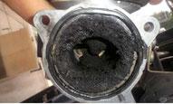 EGR AGR válvula para la recirculación de los gases de escape. Si esta averíada o saturada de carbonilla, puede influir decisivamente en el fallo del filtro de partículas DPF
