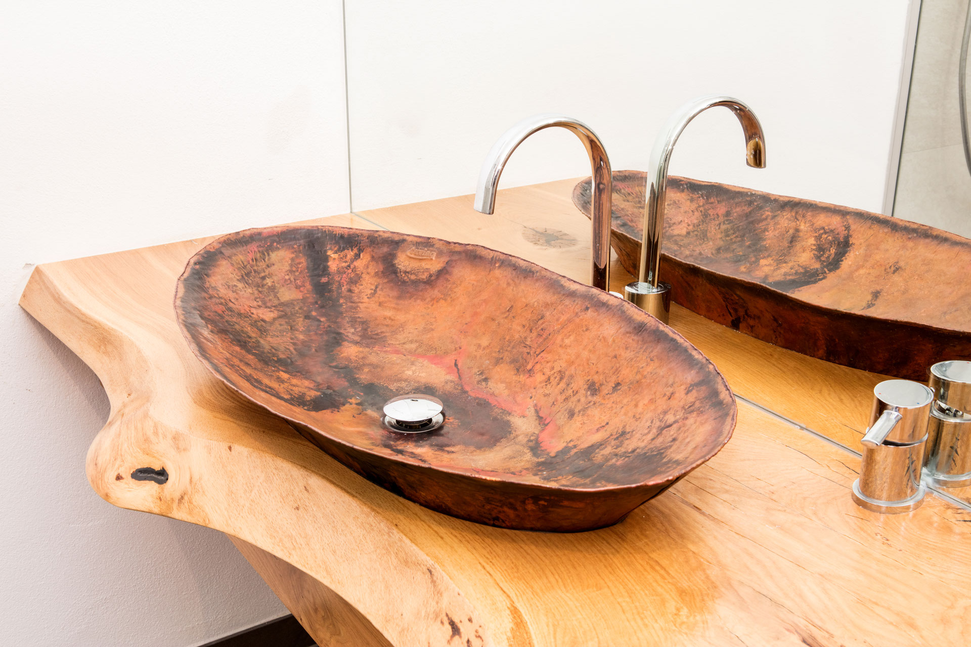 handgearbeitete waschbecken aus kupfer kupferwaschbecken. Black Bedroom Furniture Sets. Home Design Ideas