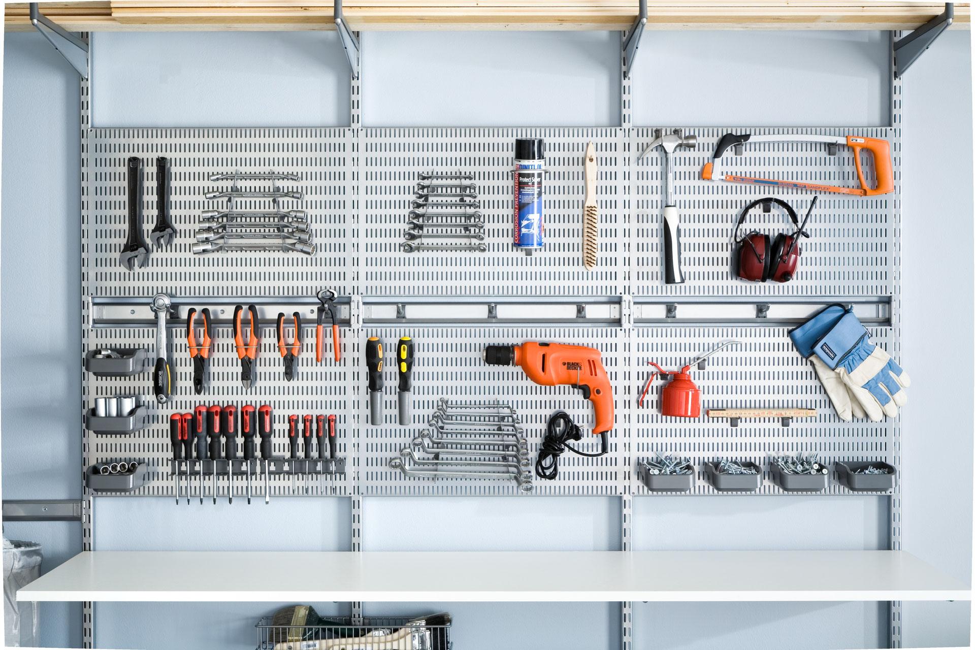 ordnung muss sein auch im hobbyraum elfa regalsystem garageneinrichtung regale f r keller. Black Bedroom Furniture Sets. Home Design Ideas