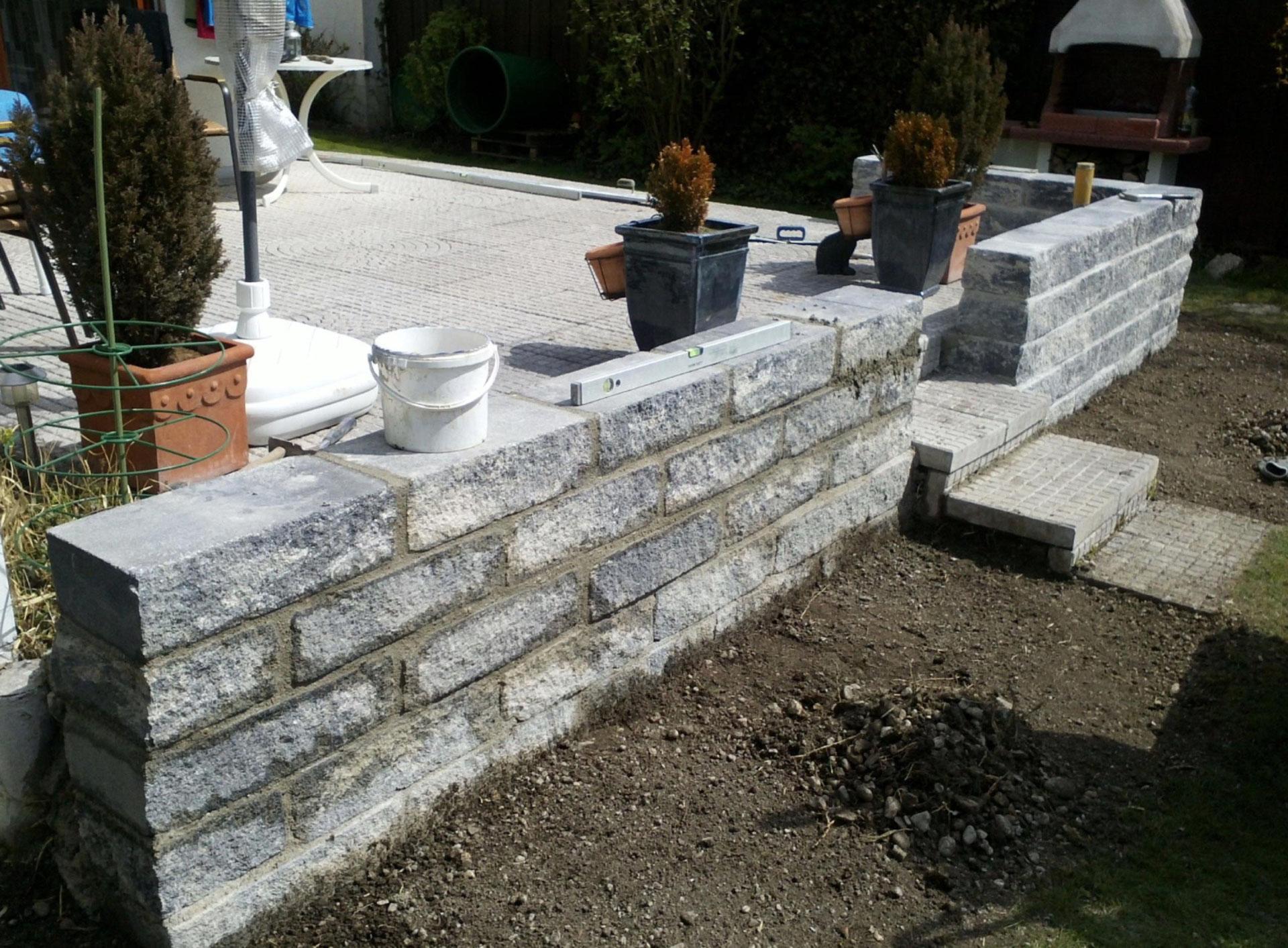 natursteinmauer at gartenbau in m nchen. Black Bedroom Furniture Sets. Home Design Ideas