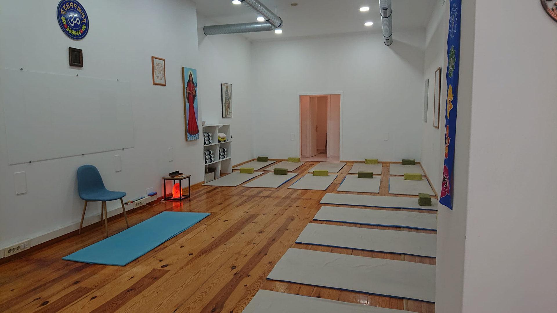 Clases De Yoga En Vigo Galicia Escuela De Meditación Centro De Yoga Kailas En Vigo