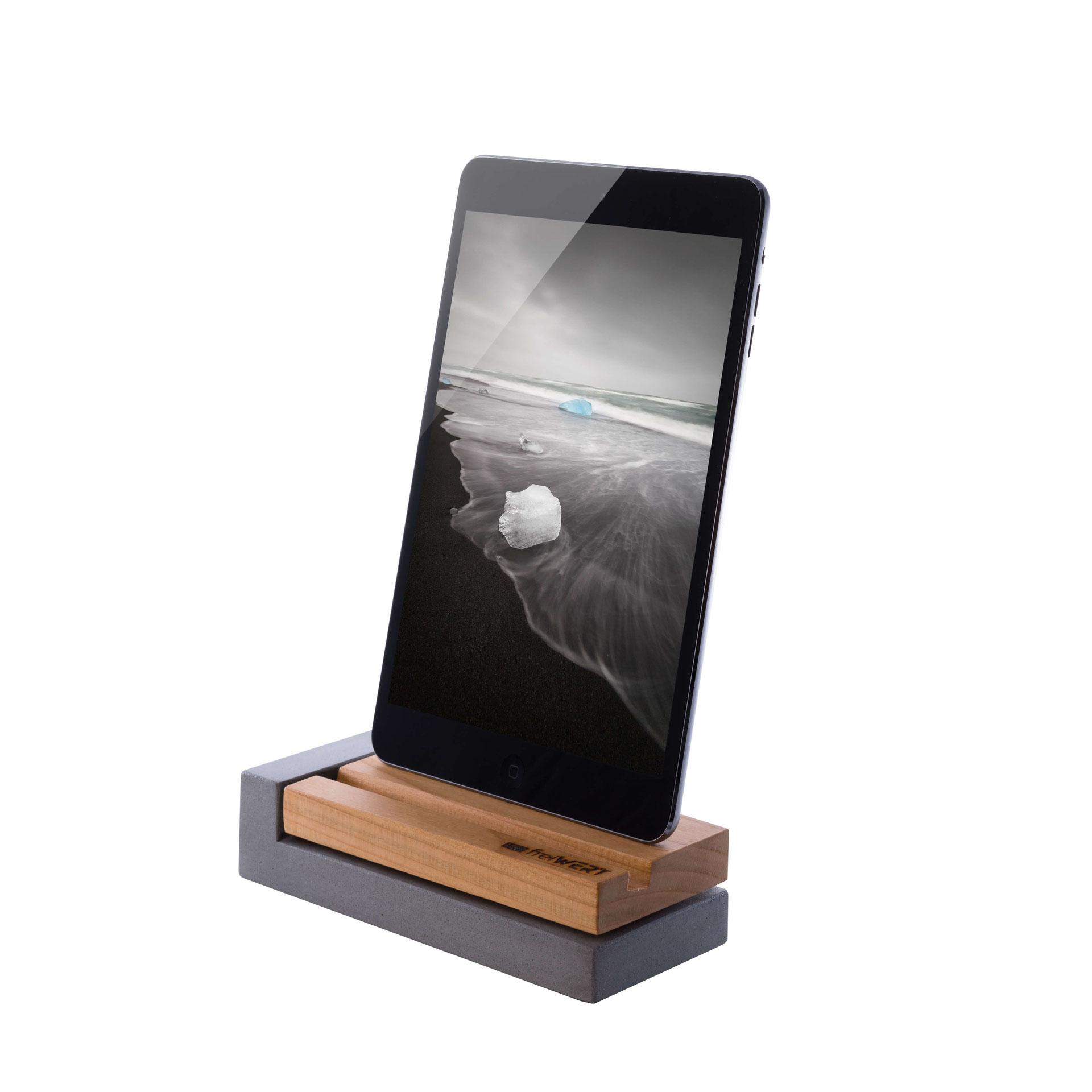 willkommen freiwert iphone ladestation aus holz und beton. Black Bedroom Furniture Sets. Home Design Ideas